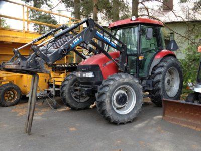 Traktori, Case JX 80, kuljettajan kanssa